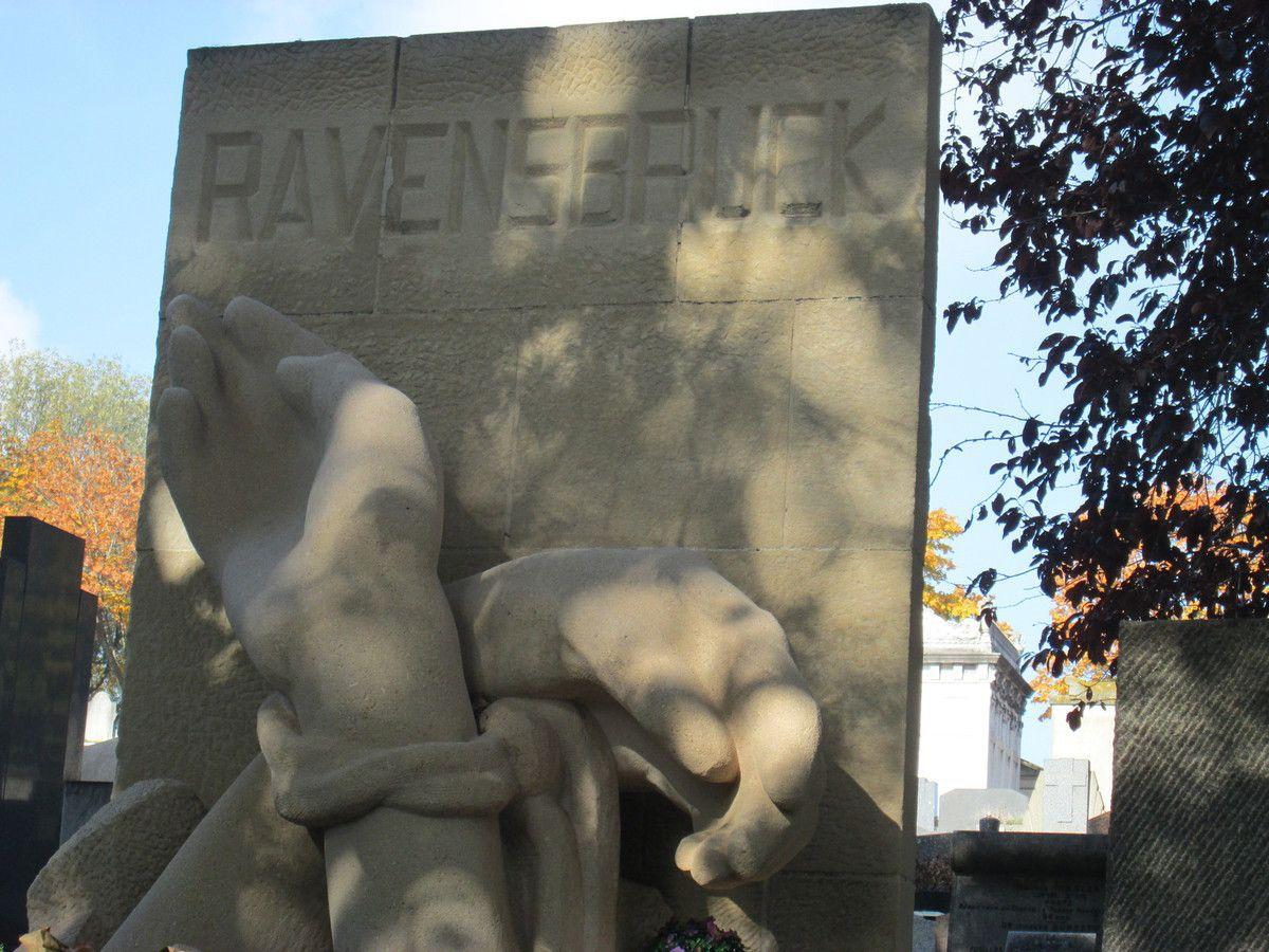 Monument d'hommage aux déportés de Ravensbrück au Père-Lachaise à Paris