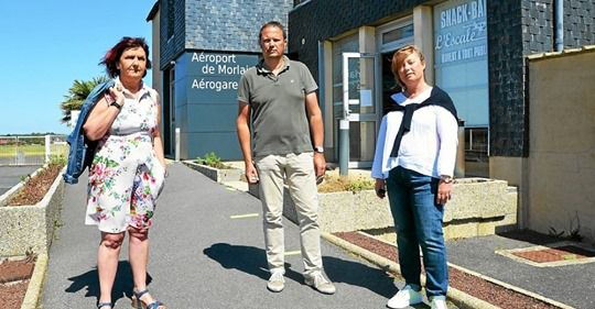Valérie Scattolin, Arnaud Hue et Christel Gélébart, représentants de l'intersyndicale Hop ! Morlaix, restent combatifs malgré les grosses incertitudes qui planent sur l'avenir du site breton de la filiale d'Air France. (Photo Laurent Aquilo)