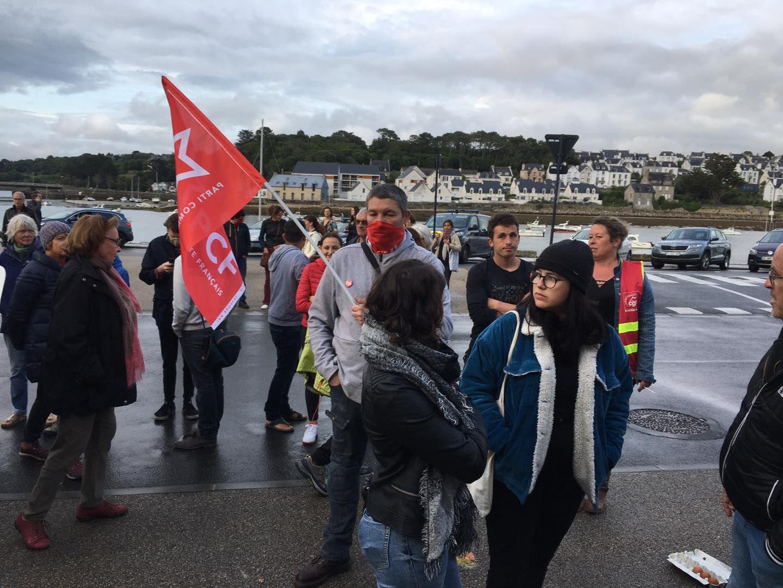 Rassemblement à Audierne contre la venue de Marine Le Pen pour détourner l'héritage de la résistance et blanchir le passé collaborationniste de l'extrême-droite (photos PCF 29)