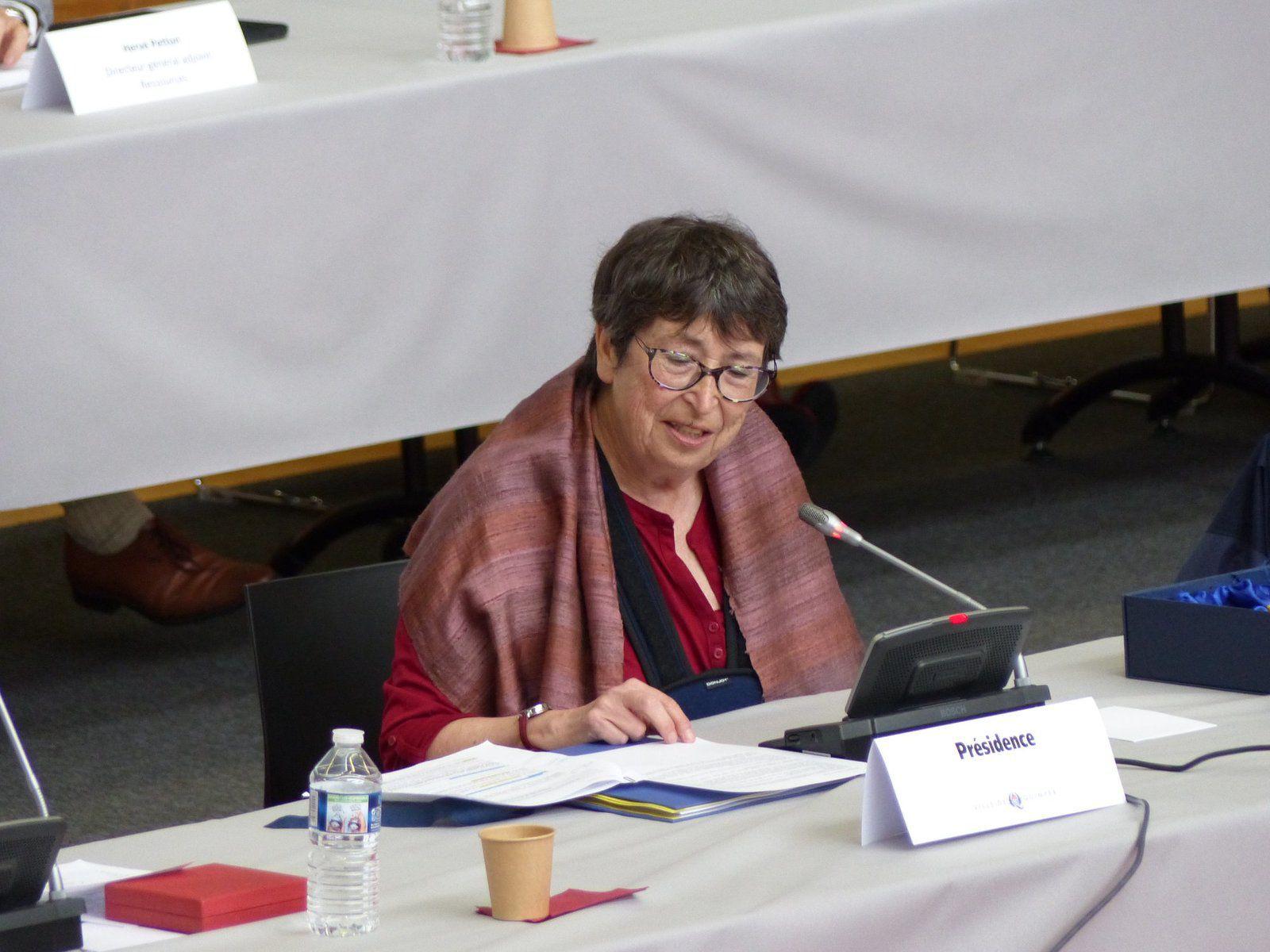 Yvonne Rainero, élue communiste à Quimper et présidente du conseil municipal en tant que doyenne de l'assemblée