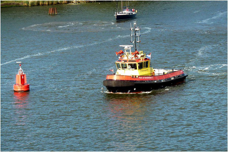le Costa Magica quitte le port d'Amsterdam pour une croisière vers les fjords norvégiens