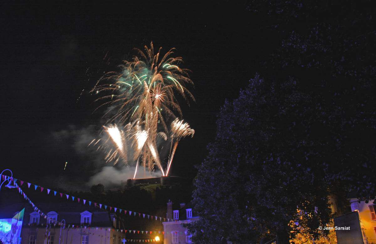 MAULEON : LA MAGIE DU ROYAL FEU D'ARTIFICE QUI A ILLUMINE LE CHATEAU FORT