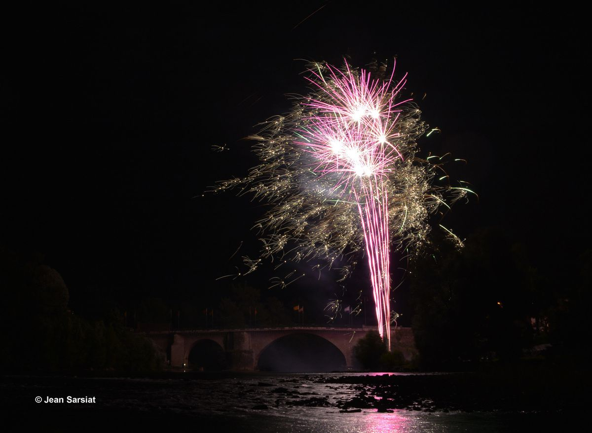 NAVARRENX : GRANDIOSE FEU D'ARTIFICE POUR LA CLOTURE DES FETES 2017