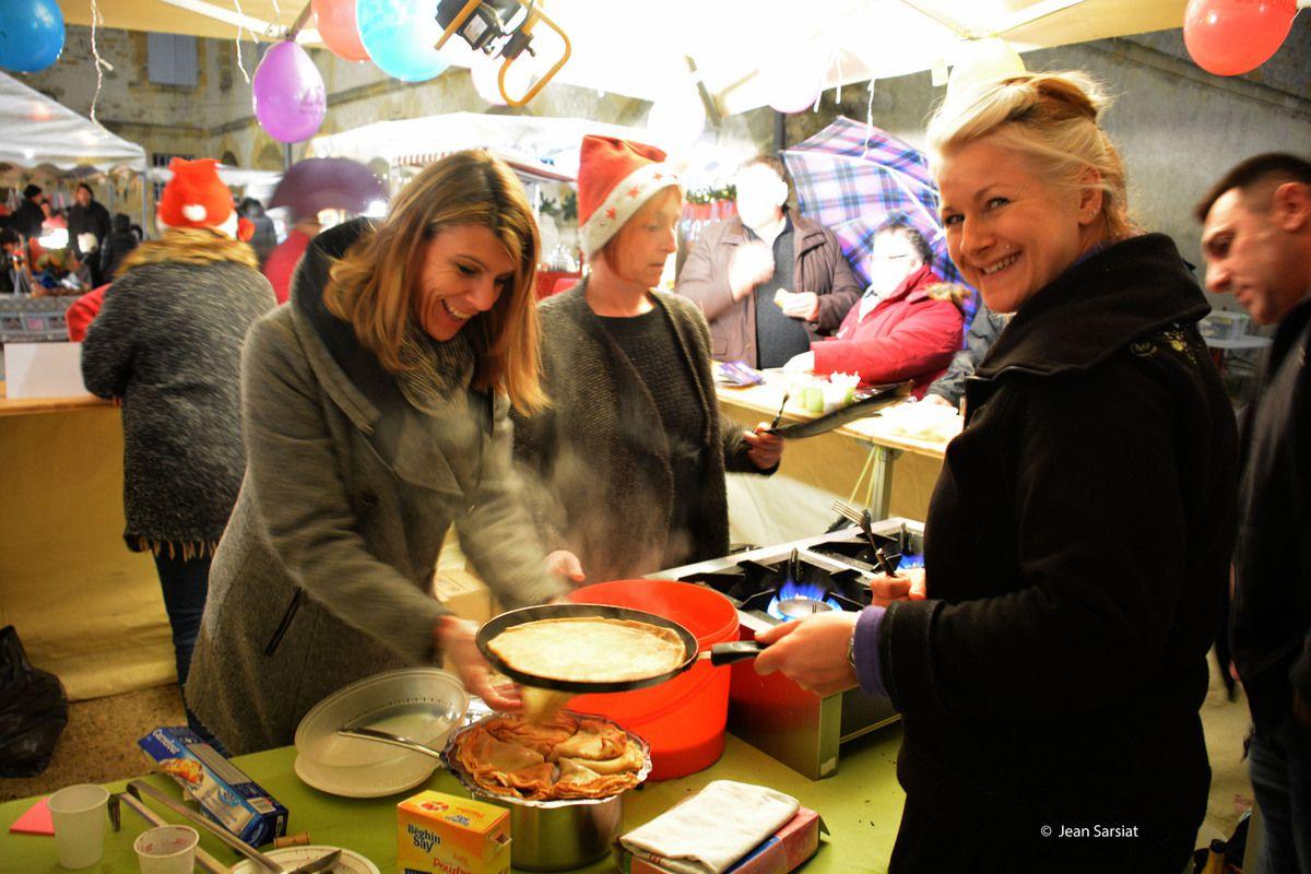 NAVARRENX : Marché de Noël et Téléthon,  de la place d'Armes aux arcades de l'arsenal