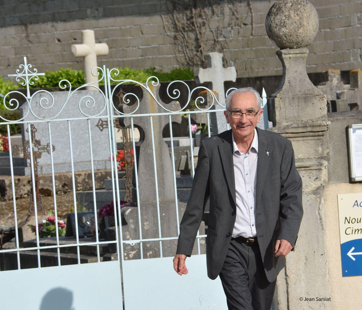NAVARRENX : JEAN CASANAVE ET MARC BELIT , TETES D'AFFICHE DU SALON DU LIVRE DANS LE CADRE DE LA FOIRE AGRICOLE DU MATERIEL D'OCCASION
