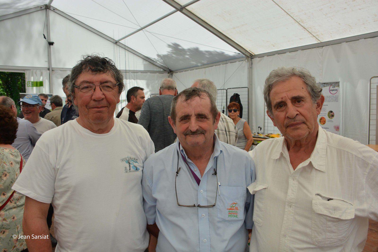 Il y a 2 ans, lors de la fête du saumon à Navarrenx : de gauche à droite, Patrick Laurent, André Dartau, Jacques Gjini