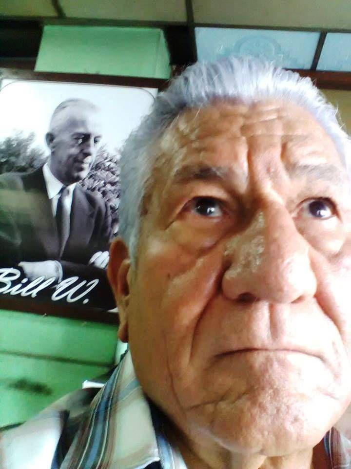 El Salvador (devant le portrait de Bill W.)