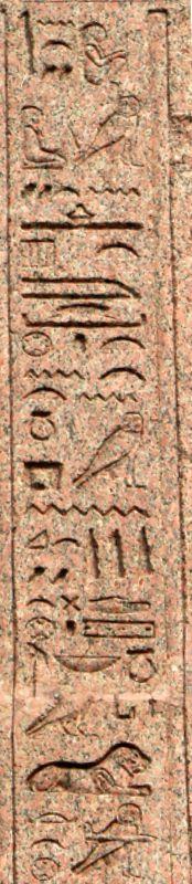 Obélisque du Pincio - Face ouest : première phrase de la colonne de droite - (© Raymond Monfort)
