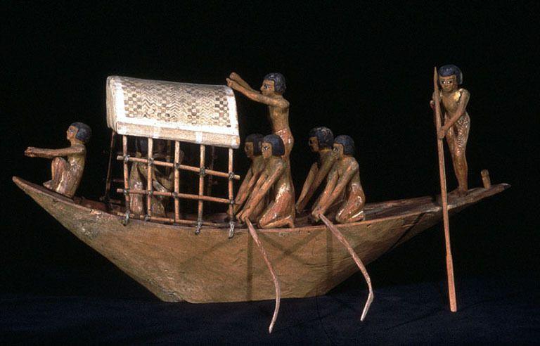 Barque E 284 - Louvre (© C. Larrieu)