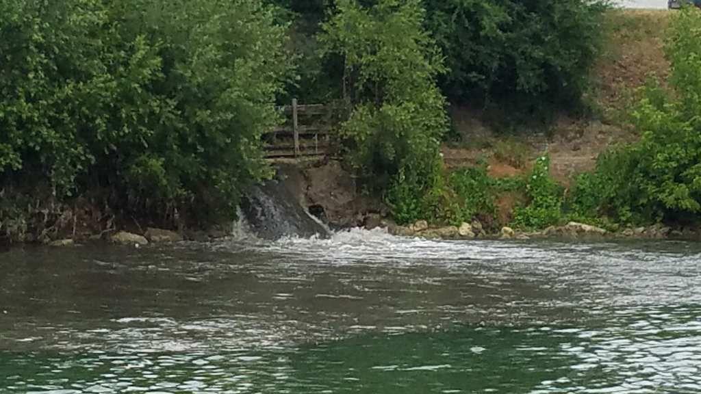 La Rivière des Dames crache sa pollution: photos