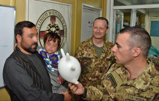 Afghanistan:militari italiani salvano la vita a bambino gravemente ustionato