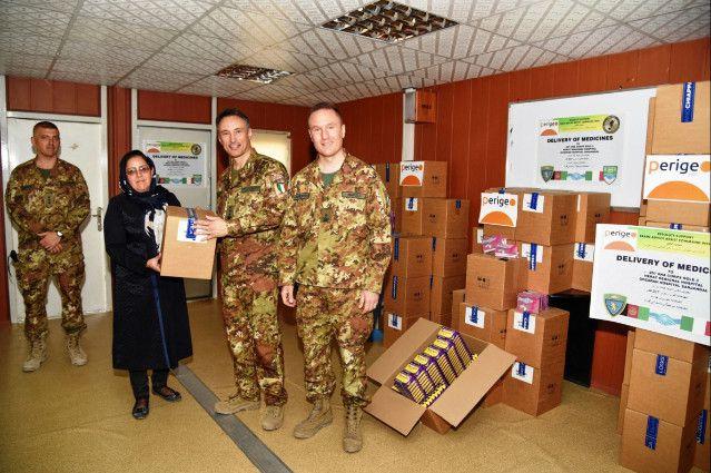Afghanistan:militari italiani donano farmaci agli ospedali