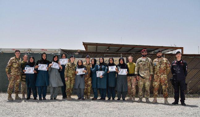Afghanistan:militari italiani addestrano 20 poliziotte a procedure primo soccorso