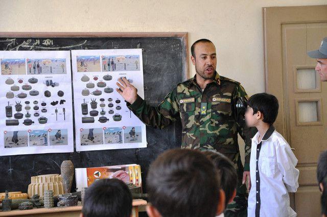 Afghanistan:militari italiani organizzano in scuole campagna informativa su rischi IED