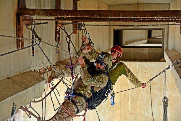 Iraq:Alpini sospesi nel vuoto controllano lavori ricostruzione diga Mosul