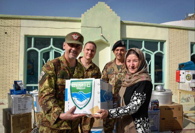 Afghanistan:militari italiani donano materiali orfanotrofio di Herat