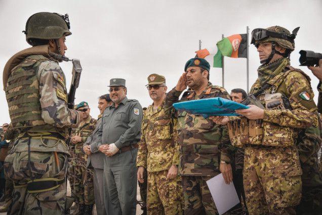 Afghanistan:militari italiani addestrano primo plotone esercito afgano combattimento alta quota