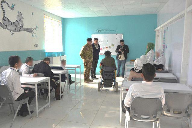 Afghanistan:militari italiani distribuiscono generi di prima necessità ai disabili di Herat