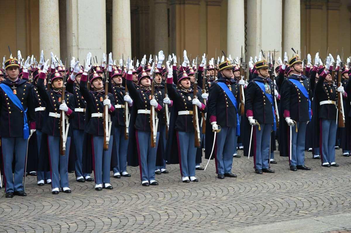 Modena gli :Allievi ufficiali dell' Accademia Militare di Modena hanno giurato