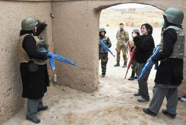 Afghanistan:militari italiani addestrano 9 istruttrici per lotta contro ordigni esplosivi