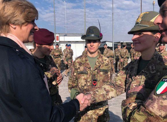 """Afghanistan:Pinotti ai militari italiani:""""Grazie per la dedizione con cui svolgete compito importante per la Patria"""""""