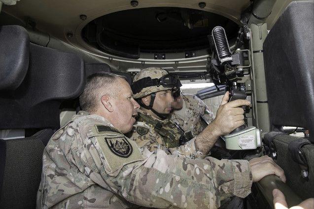 Iraq:il Generale Semonite in visita a militari Brigata Sassari schierati presso Diga di Mosul