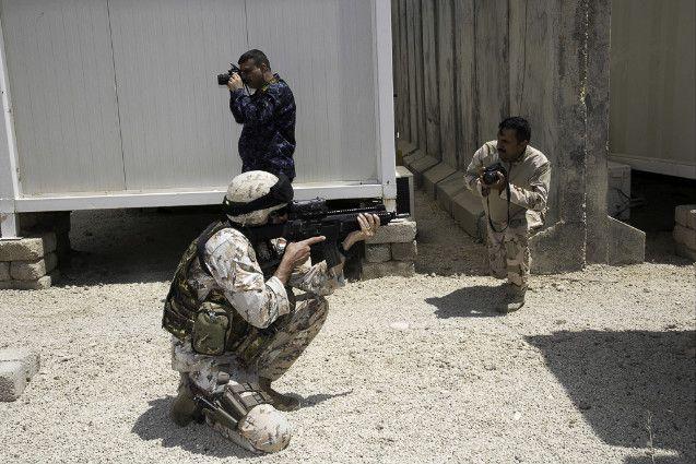 """Iraq:militari della Brigata Sassari portano a termine primo corso""""Combat Camera""""per soldati iracheni"""