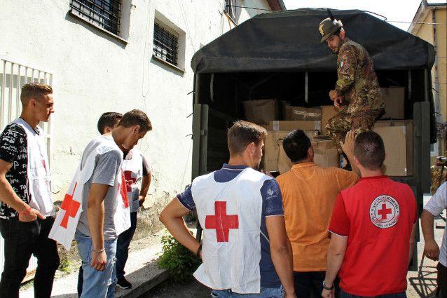 Kosovo:militari italiani donano capi di vestiario ai ragazzi orfani di una casa famiglia