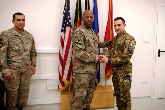 "Afghanistan:uffciale italiano dell'Esercito riceve premio""Hero of the week"""