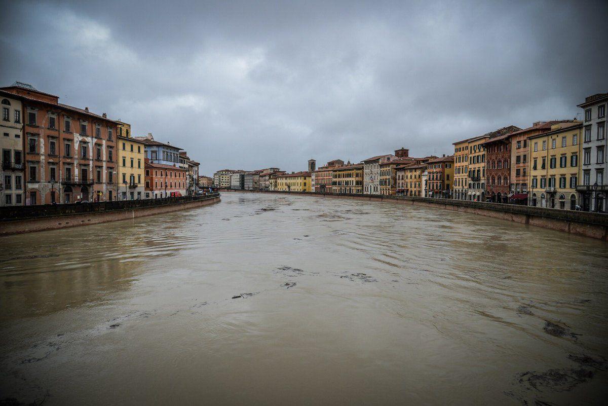 Pisa:i parà della Folgore in prima linea contro piena dell'Arno