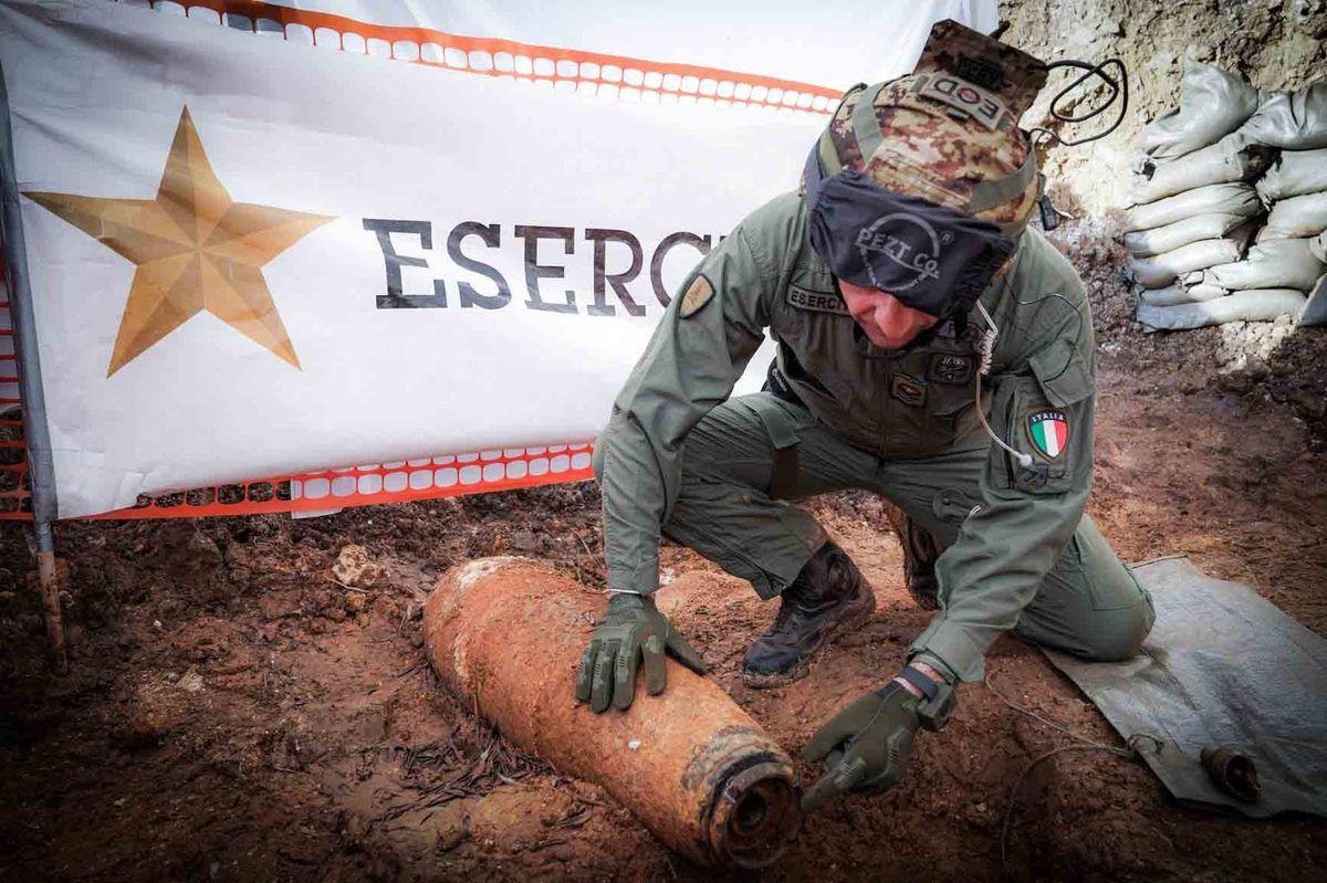 Brindisi:artificieri dell'Esercito portano a termine neutralizzazione bomba aereo