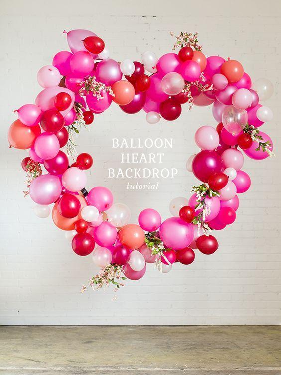 arche en forme de coeurs en ballons gonflables