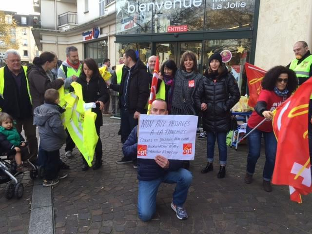 """Mantes-la-Jolie. Les """"Carrefour-Market"""" toujours mobilisés"""