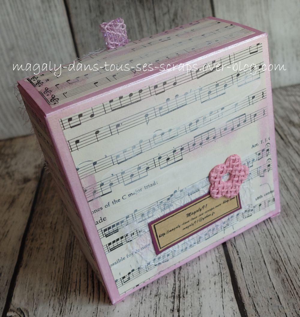 Mini-album {enveloppes musique} et sa boîte