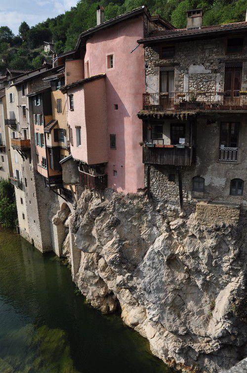 Pont en Royans et ses maisons suspendues