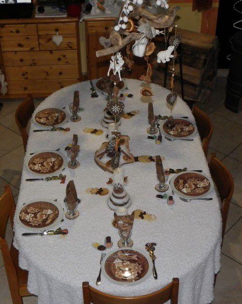 une table neige et bois avec une pointe de gourmandise