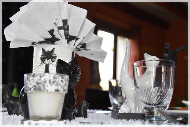 """ma table """"chats en noir et blanc""""...."""