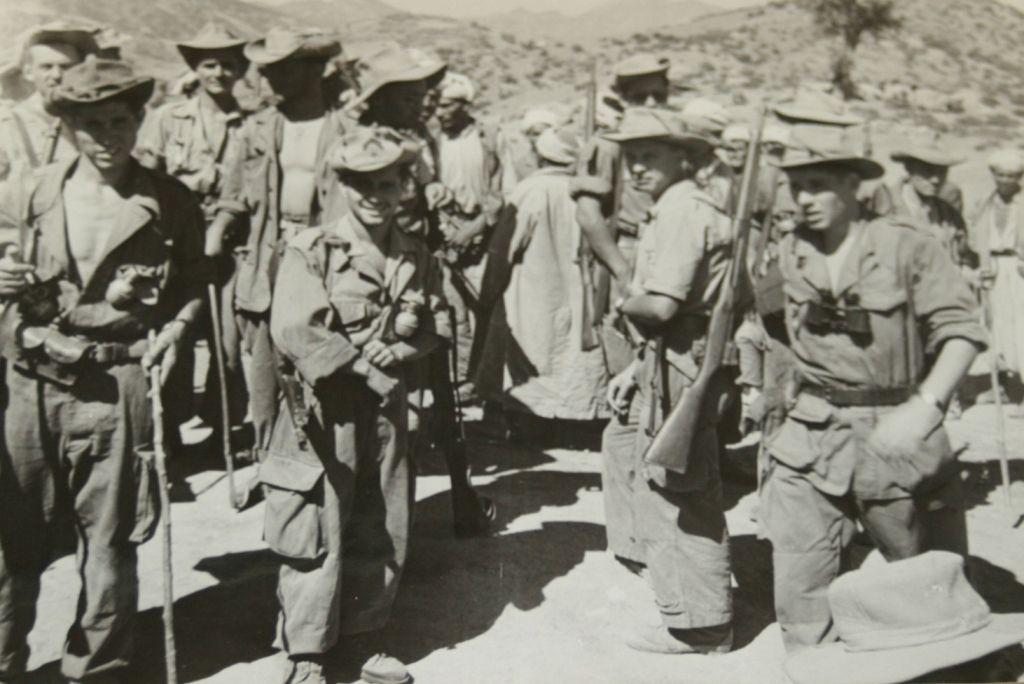 Marcel Leconte en Algérie (à dr. Sur la photo, il porte le fusil à l'épaule).