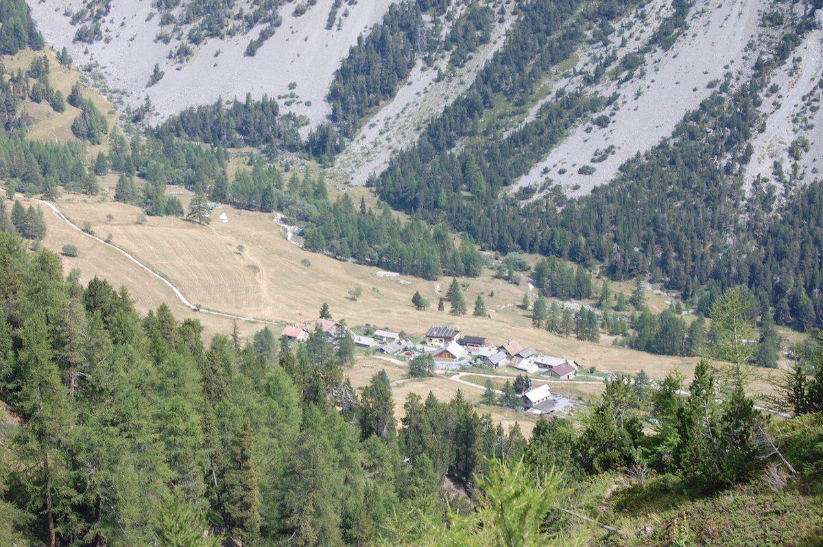 Vue des Granges de la Vallée Etroite cnfisquée aux Italiens en 1947
