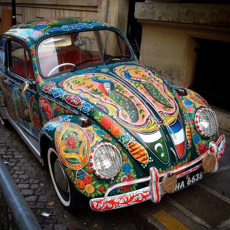 COCCINELLE peinte art truck pakistanais