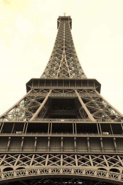 La tour Eiffel bientôt repeinte 7eme