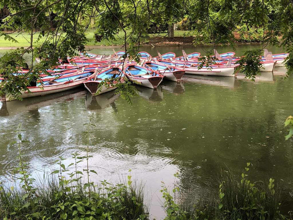 Les barques sur le lac Daumesnil 12eme Vincennes