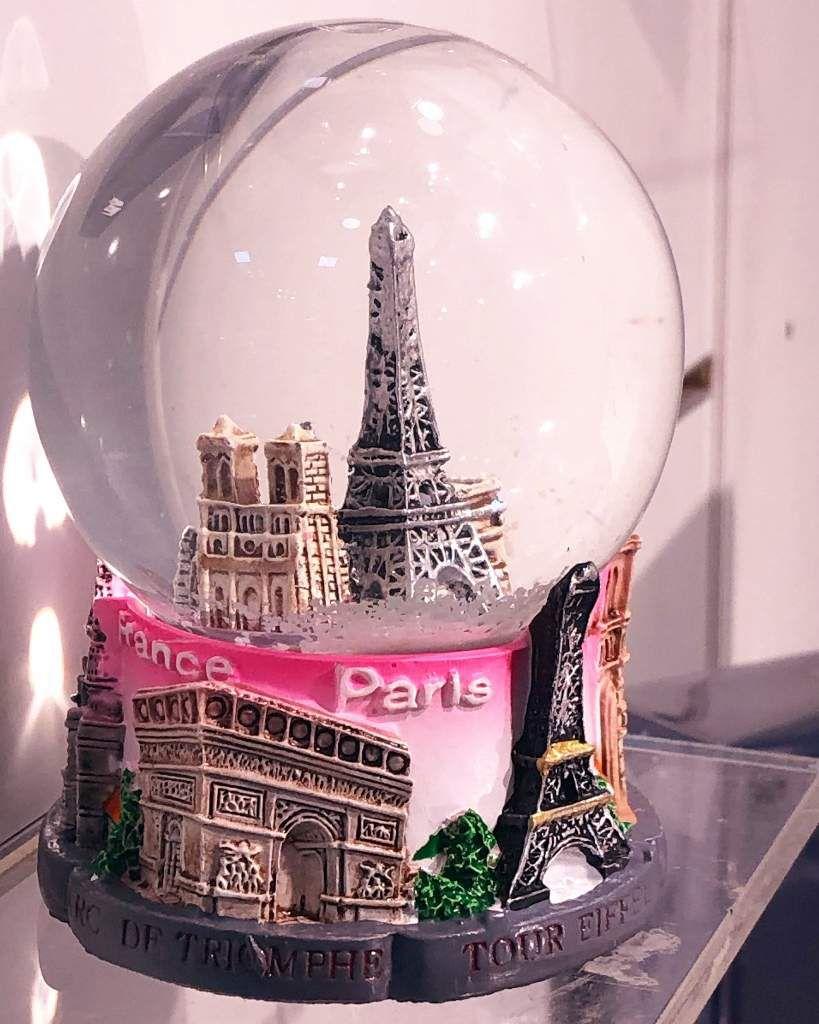 Shopping rosé girly sur les Champs Elysées 8eme