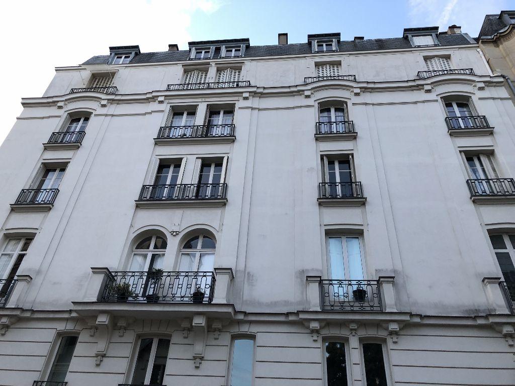 Rue de Grenelle côté Invalides 7eme