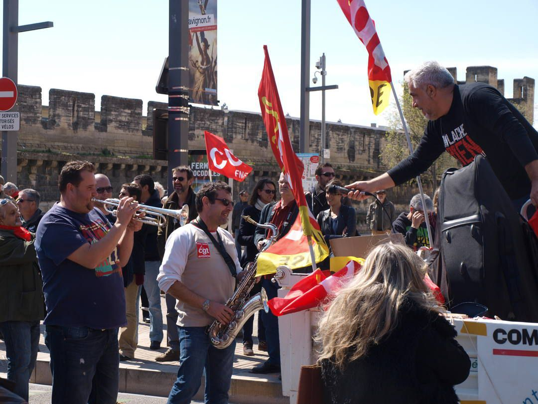 9 avril à Avignon, Manifestation contre la casse du code du travail, 2500 participants, la section Oswald Calvetti y était