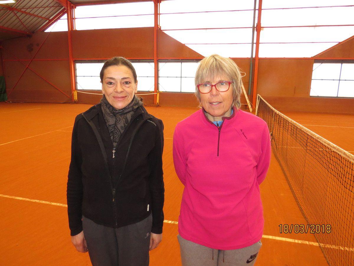F 55 : Vainqueur Sophie Tenenhaus 15/3 (TC Caen) à droite - Finaliste Pascale Roberti 15/2 (Cabourg)