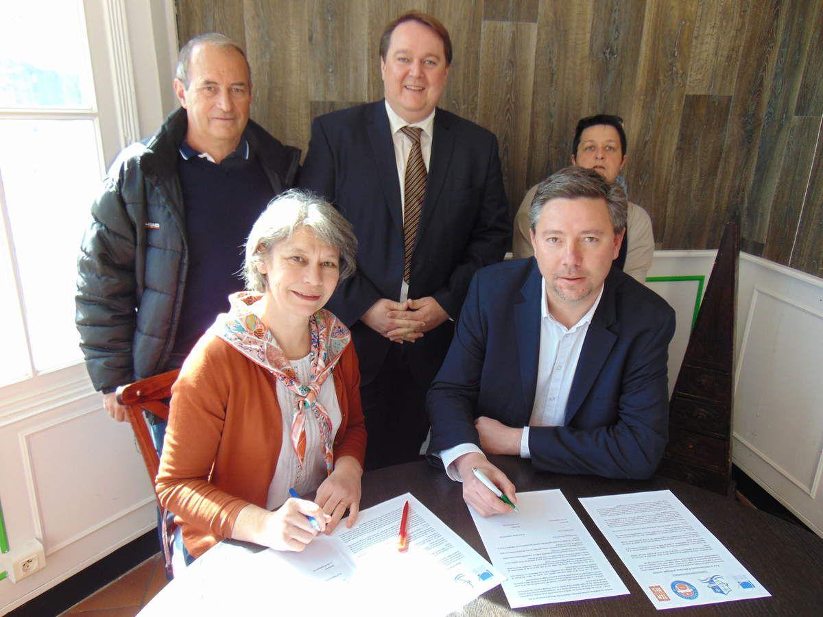Photo en haut de gauche à droite: Thierry De Moliner, Emmanuel Porcq, Sophie Pallu  En bas de gauche à droite: Nathalie Charlier, Stéphane Henriet