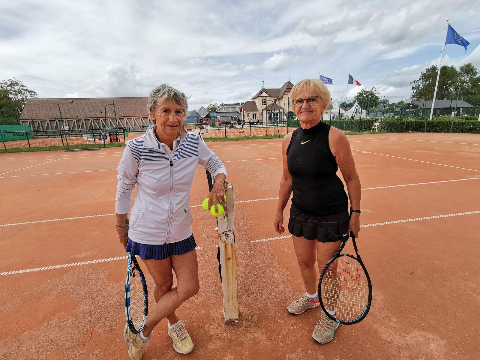 Colette Dematteo 15/4  Hérouville (à droite) se qualifie en finale +70 contre Sylvie Chambre 30 Vincennes