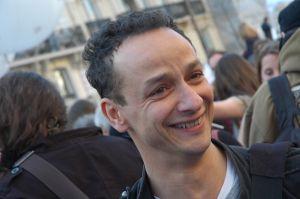 Omar Slaouti est professeur de physique-chimie dans un lycée d'Argenteuil, et militant des mouvements antiracistes