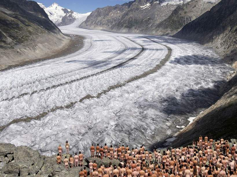 Une action de Greenpeace sur le glacier d'Aletsch en Suisse, 2007 - Photo Fabrice Coffrin/AFP